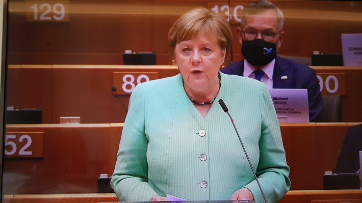 """Azi, în primele minute ale discursului din Parlamentul European, Cancelarul german, Angela Merkel, a rostit sintagma """"drepturi fundamentale"""" cel puțin o dată în fiecare frază."""